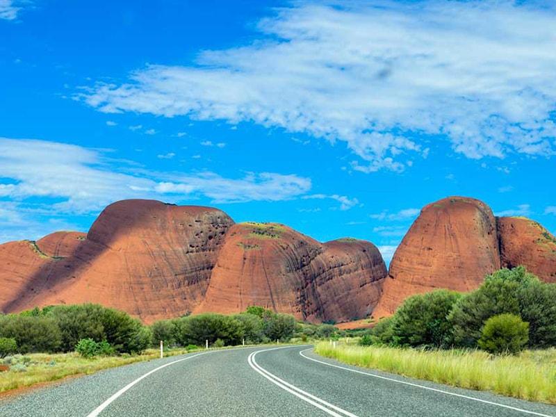 Route mont Olgas Uluru Australie en Van