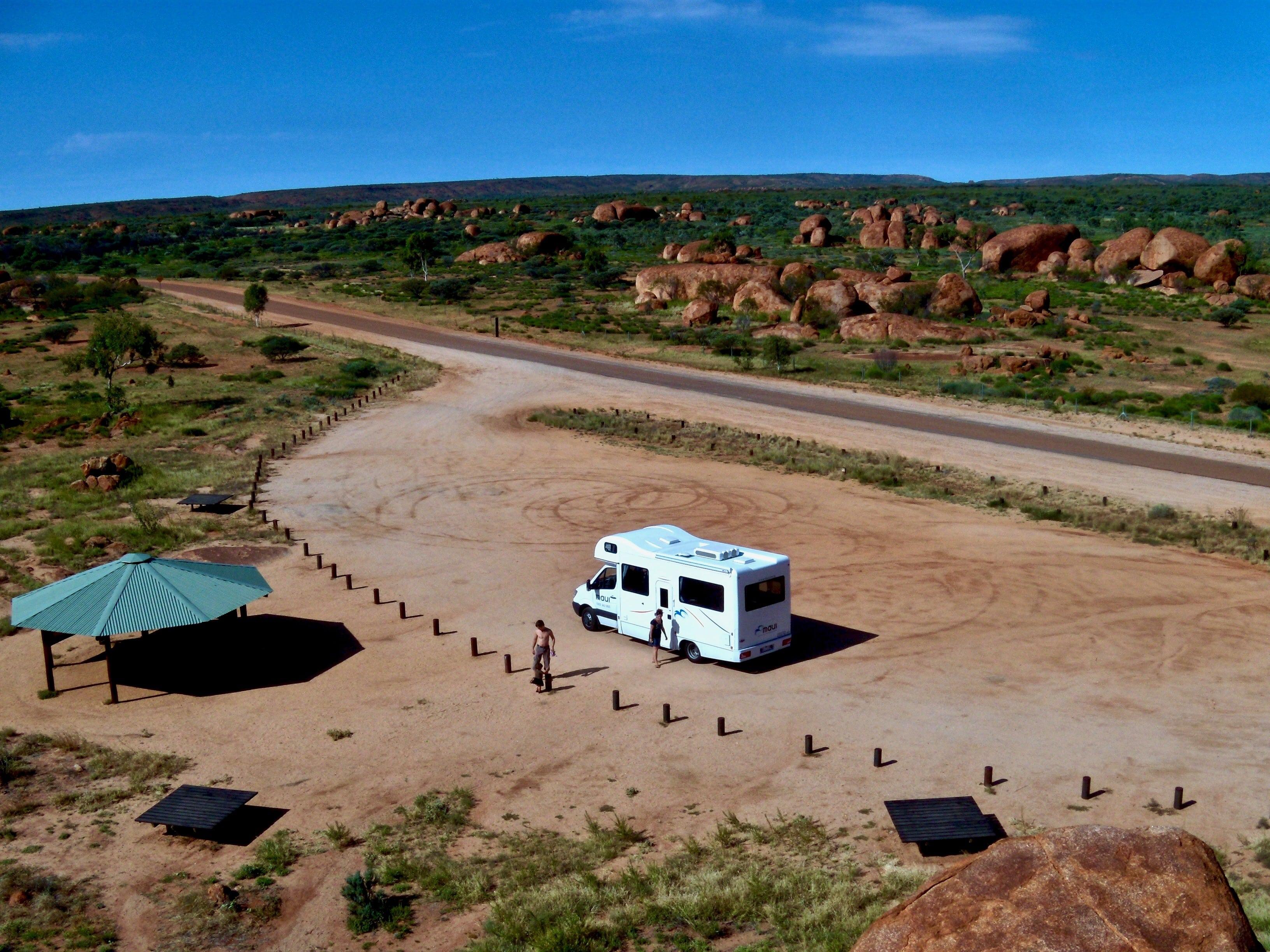 Camping Car au Devils Marbles Australie